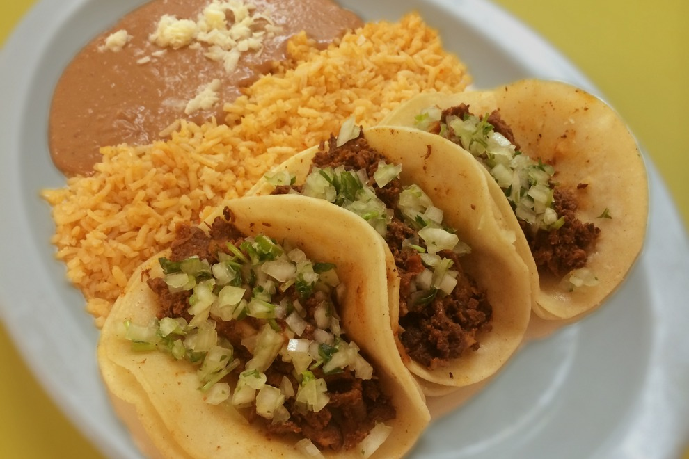 What Kind Of Food To Mexican People Eat